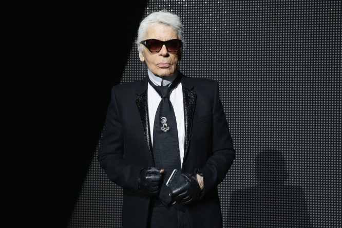 PARIS, FRANCE - JANUARY 23: Karl Lagerfeld attends the Dior Menswear Fall/Winter 2016/2017 fashion show at Tennis Club de Paris on January 23, 2016 in Paris, France. (Photo by Vittorio Zunino Celotto/Getty Images) *** Local Caption *** Karl Lagerfeld
