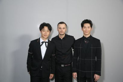 Dior Homme今次請來的嘉賓包括品牌代言人羅拔柏迪臣(Robert Pattinson)、曾經主演《聖羅蘭》(Yves Saint Laurent)傳記電影的法國男星Pierre Niney、日本演員小田切讓(Joe Odagiri)、星二代包括辛潘(Sean Penn)的公子Hopper Jack Penn、阿倫狄龍的幼子Alain-Fabien Delon等,中國代表則有竇驍
